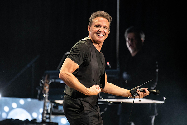 LuisMiguel18Feb-80